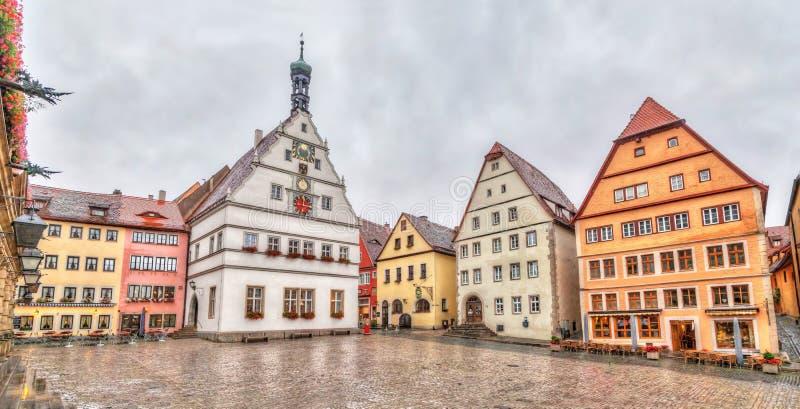 Marktplatz - la plaza principal del der Tauber del ob de Rothenburg fotos de archivo libres de regalías