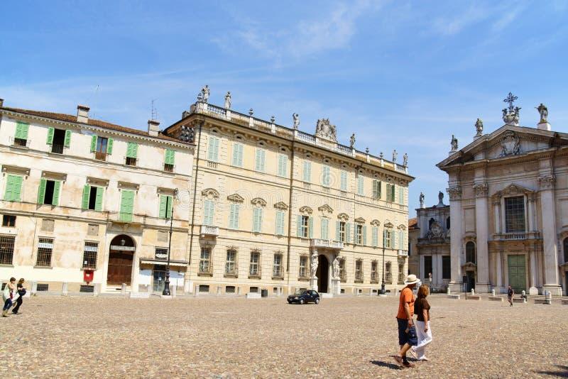 Marktplatz Sordello und die Kathedrale in Mantua, Italien lizenzfreies stockbild