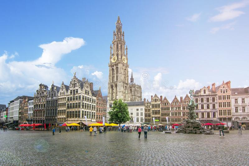 Marktplatz und Kathedrale unserer Dame, Antwerpen, Belgien stockfotos