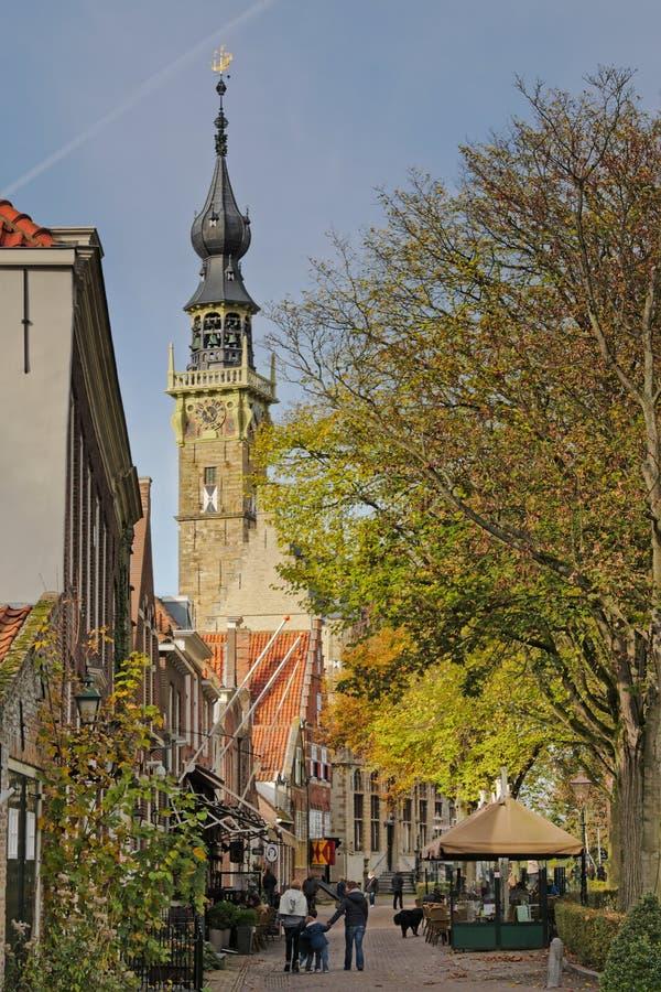 Marktplatz und Reihenhaus Veere ragen, die Niederlande hoch stockfoto