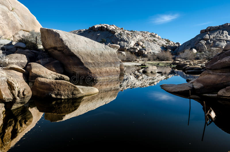 Marktschreier Dam Reflecting Boulders stockfoto