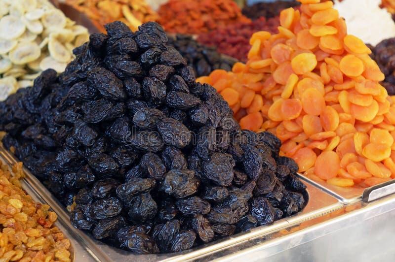 Marktstandplatz der getrockneten Früchte lizenzfreies stockfoto