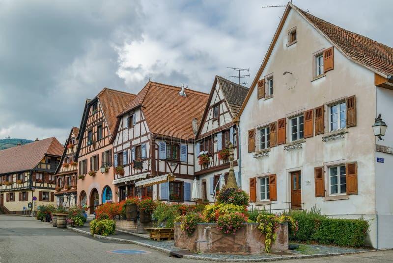 Marktvierkant in dambach-La-Ville, de Elzas, Frankrijk stock fotografie