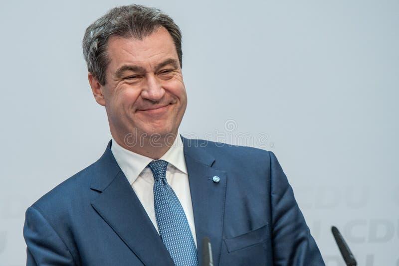 Markus Söder parlant ? la conf?rence de presse d'?lection de CDU le jour des ?lections d'UE photos libres de droits