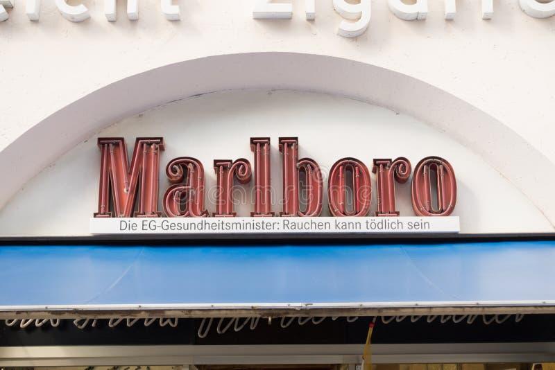 Marlboro neon royaltyfria foton