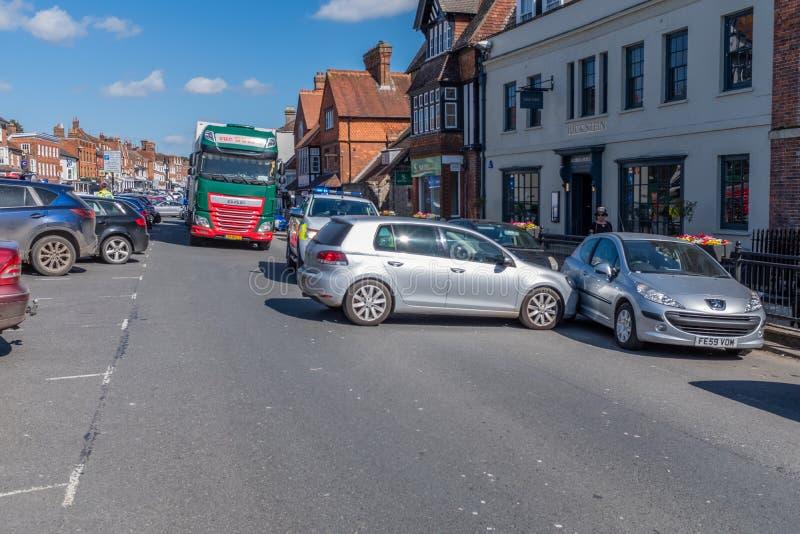 Marlborough, Wiltshire, Reino Unido, março, 24, 2019: O handbrake em um carro falha fazendo com que corra em um outro carro e blo foto de stock