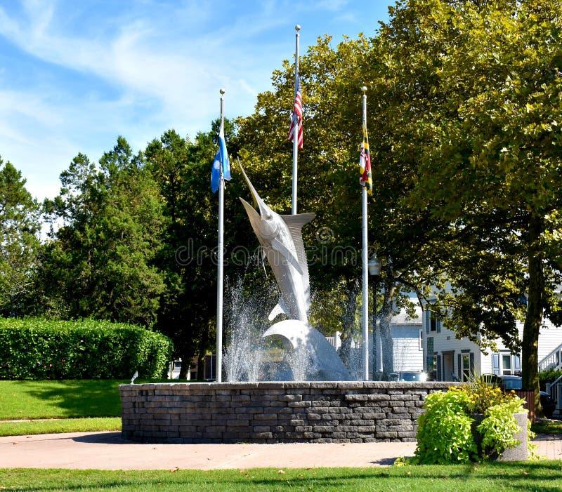 Marlin Sculpture and Fountain in Entry Park, Ocean City, Maryland lizenzfreies stockbild