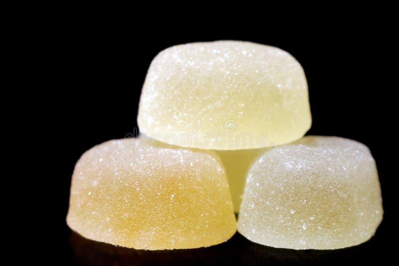 marmalade Päronfruktmarmelad Marmelad i socker isolerad produktwhite för bakgrund kulinarisk muffin Efterrätt läckerhet Stilla sm arkivfoton