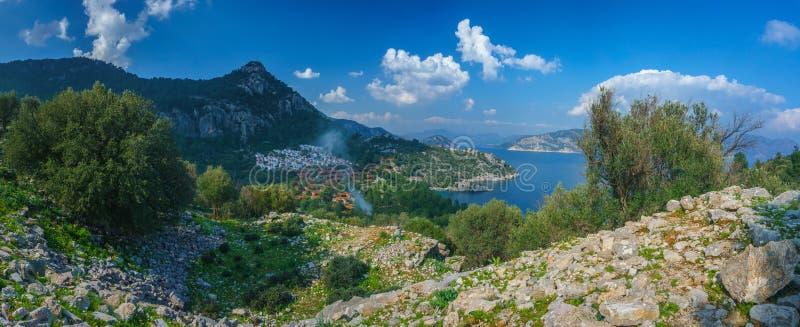 Marmaris, Mugla, Τουρκία Παραλία Kumlubuk κοντά στο του χωριού τοπίο από Amos την αρχαία πόλη : r στοκ φωτογραφία