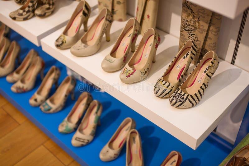 Marmaris, Turchia - 14 settembre 2015: Le scarpe delle donne immagini stock