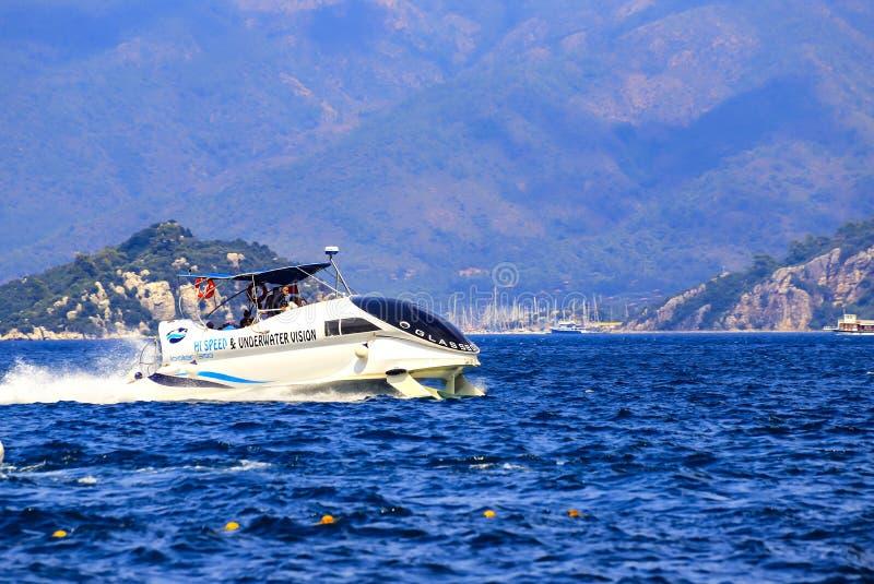 Marmaris, Turquie Bateau de vitesse dans des ailes sous-marines avec des passagers flating sur l'eau en mer Égée photographie stock libre de droits