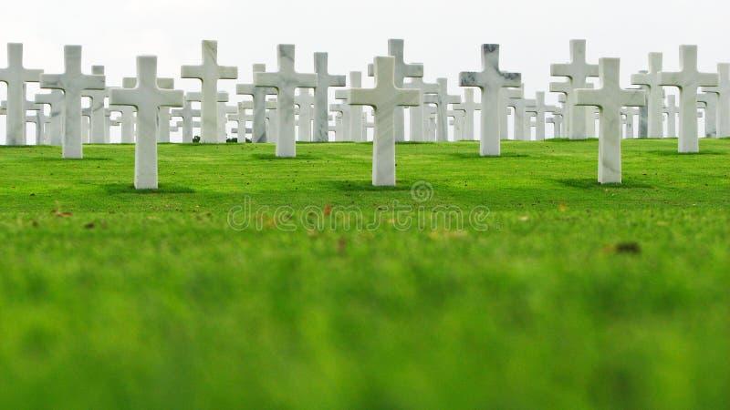 Marmeren Kruisen op een Begraafplaats stock afbeelding