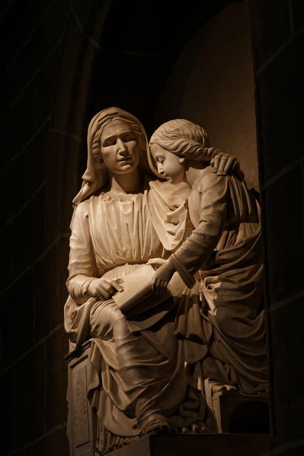 Marmeren standbeeld in kathedraal van Le Puy royalty-vrije stock afbeelding