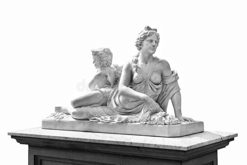 Marmeren standbeeld van Griekse die godin Aphrodite en Cupido op witte achtergrond wordt geïsoleerd stock foto