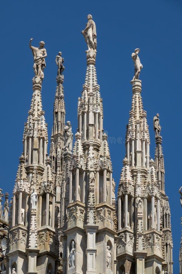 Marmeren standbeelden bovenop dak royalty-vrije stock foto