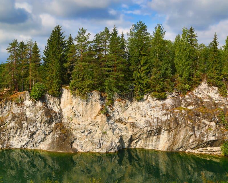 Marmeren steengroeve in ruskeala stock foto