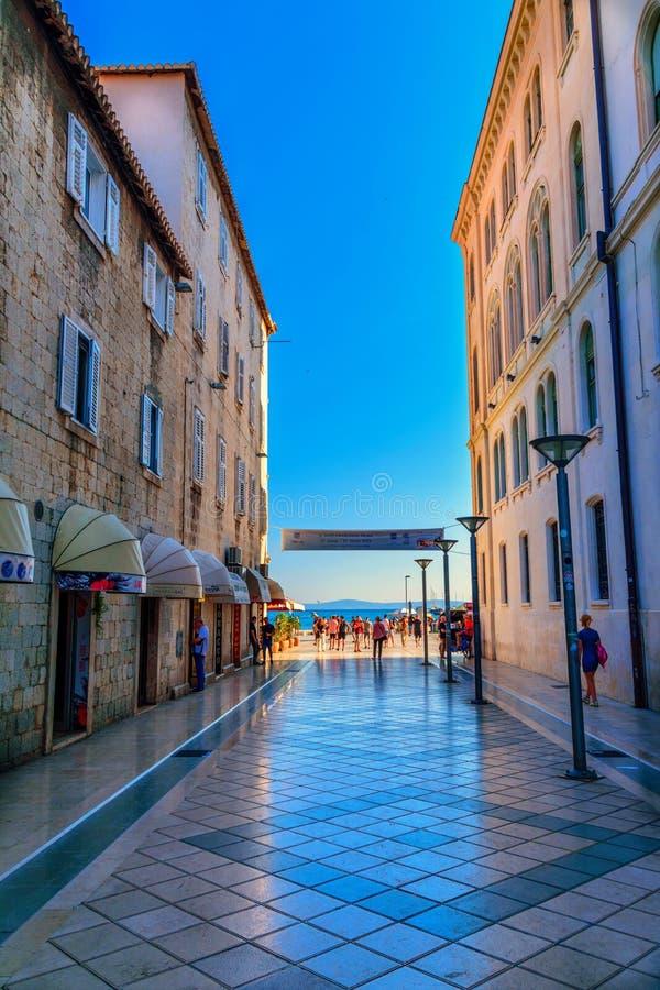 Marmont gata i splittring, Kroatien arkivbild