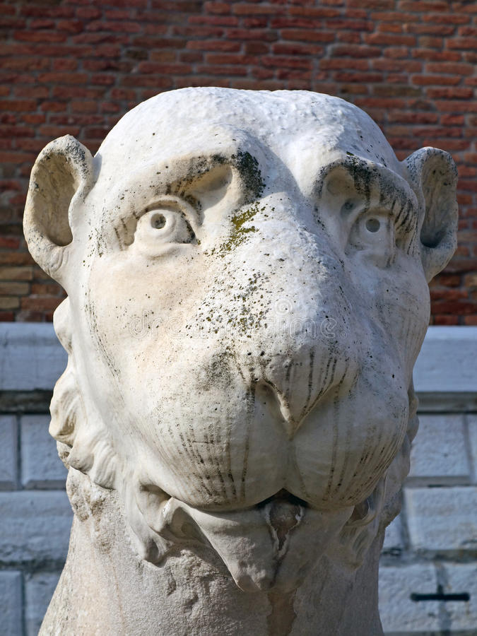 Marmor Lion Statue, Venedig arsenal royaltyfri fotografi