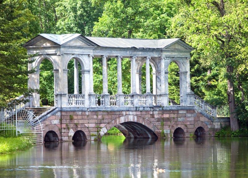 Marmorera (den Palladian) bron eller det Siberian marmorgallerit 24 för petersburg för park för nobility för km för catherine bes arkivfoto