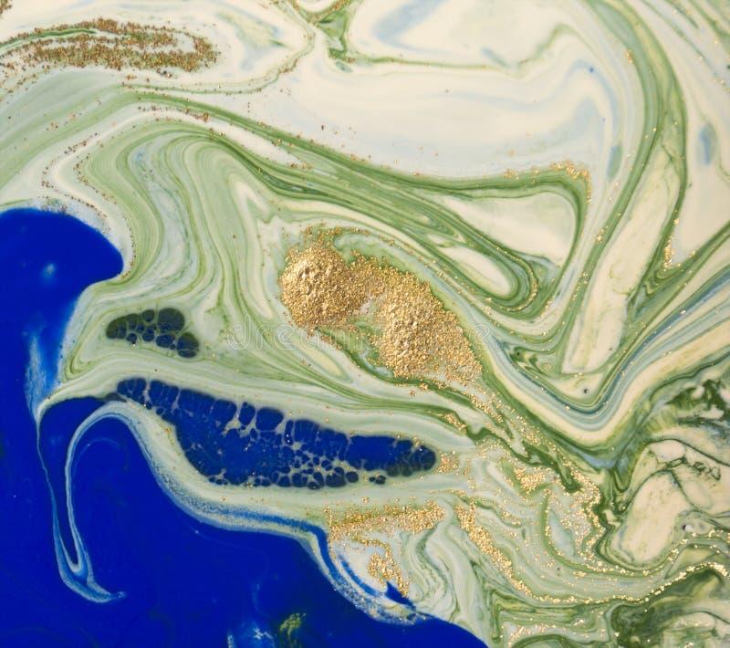 Marmorerade blått, gräsplan och abstrakt bakgrund för guld Vätskemarmormodell royaltyfri bild