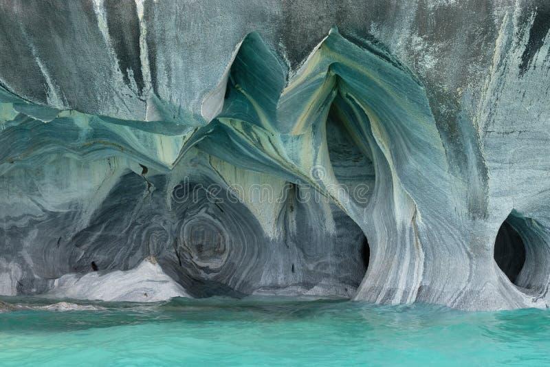 Marmorgrottor över turkosblått vatten, Chile royaltyfri foto