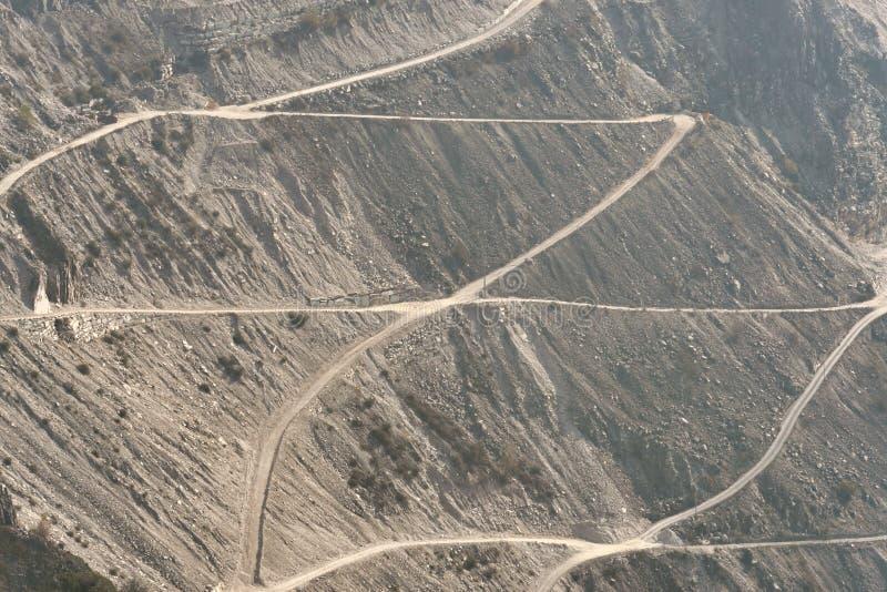 Marmorjachthafendi Carrara des steinbruchs n stockfotos