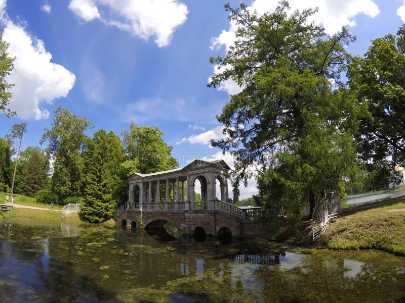 MarmorPalladian bro eller Siberian marmorgalleri, 18th århundrade 24 för petersburg för park för nobility för km för catherine be royaltyfri foto