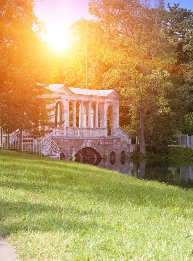 MarmorPalladian bro eller Siberian marmorgalleri, 18th århundrade 24 för petersburg för park för nobility för km för catherine be arkivfoton
