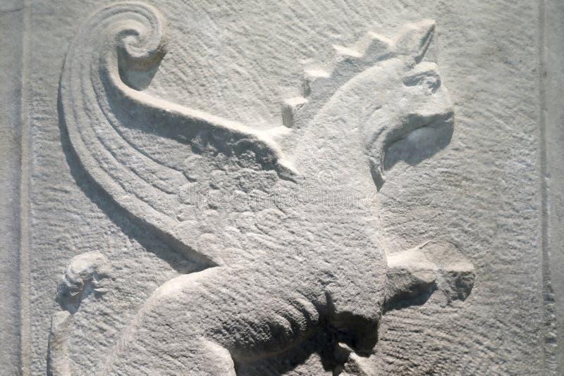 Marmorplatte mit Greif stockbild