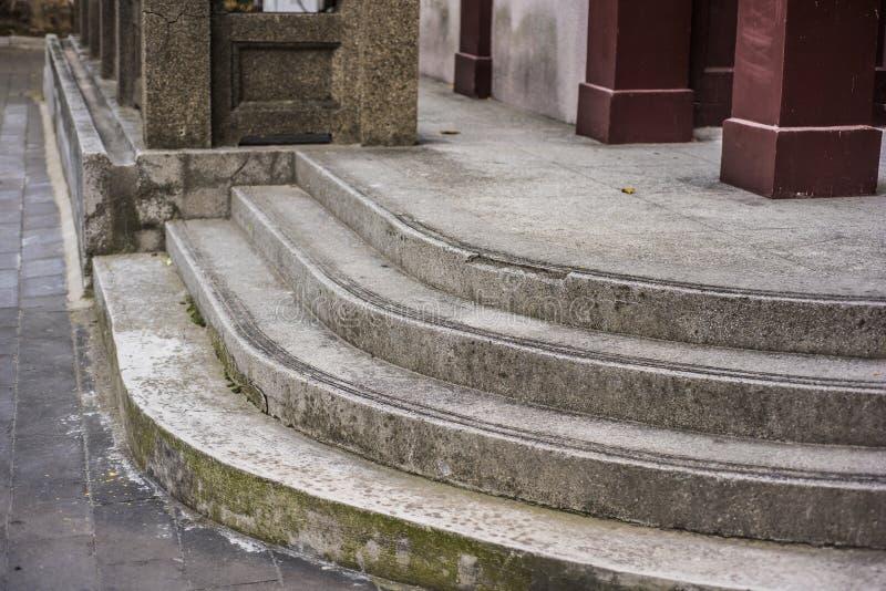 Marmorschritte von kleinen Bungalows lizenzfreie stockfotos