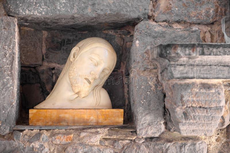 Marmorstaty av Jesus som är i halvfigur, med hans sloka för huvud royaltyfri fotografi
