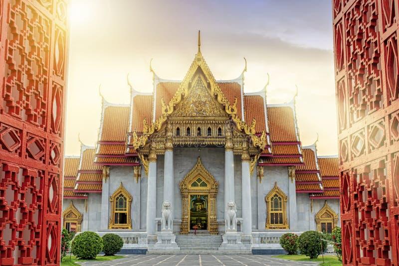 Marmortempel av Bangkok, Thailand Det berömt marmorerar templet Ben arkivfoton