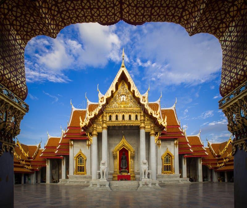 Marmortempel Bangkok: Wat Benchamabophit arkivfoto