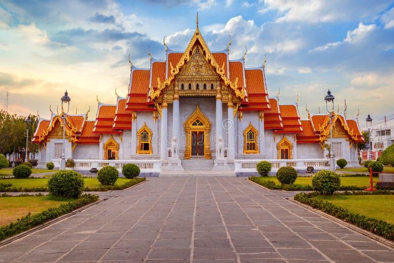 Marmortemplet, Wat Benchamabopit Dusitvanaram i Bangkok royaltyfri foto