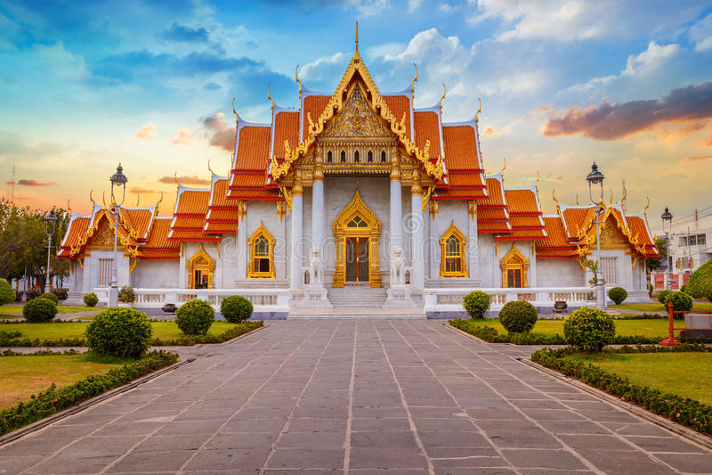 Marmortemplet, Wat Benchamabopit Dusitvanaram i Bangkok arkivfoton