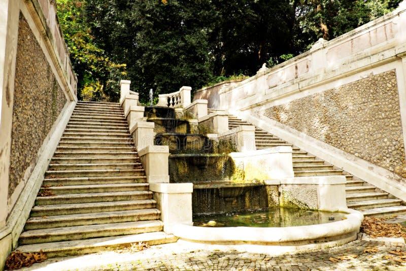 Marmurów kroki Trastevere i fontanna przy ogródem botanicznym, Rzym, Włochy (Orto Botanico) obrazy royalty free