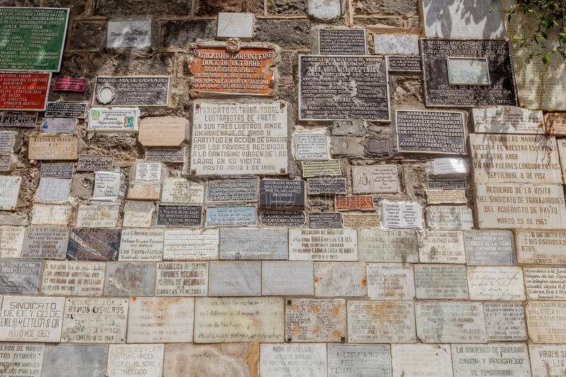 Marmurów talerze Z Religijnymi tekstami, Las Lajas ChurchMarble zdjęcie stock