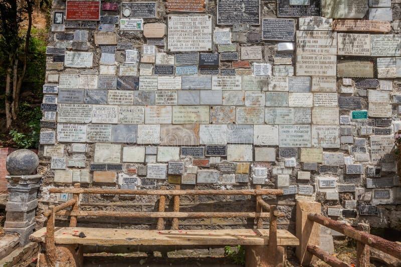 Marmurów talerze Z Religijnymi tekstami, Lasu Lajas sanktuarium obrazy royalty free