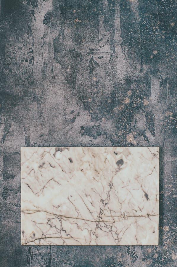 Marmurowa deska na Popielatym tle zdjęcia royalty free