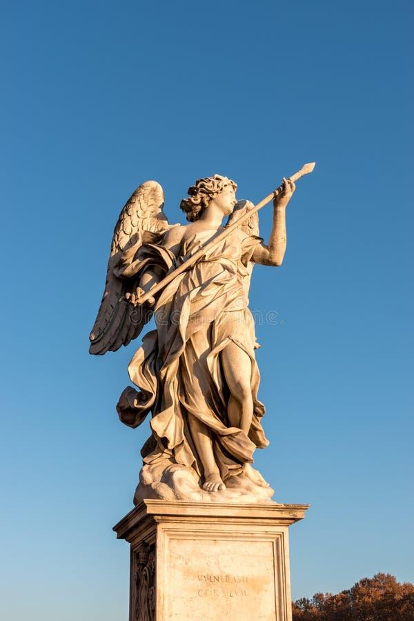 Marmurowa statua anioł z dzidą obraz royalty free