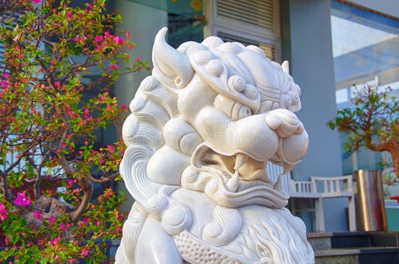 Marmurowa statua mityczny lew w azjaty stylu Wietnam zdjęcia royalty free