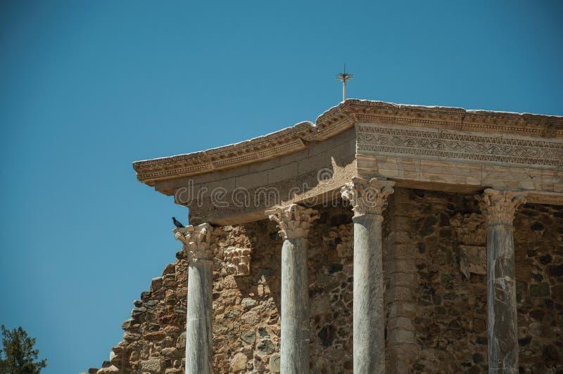 Marmurowe kolumny i architraw w Romańskim teatrze przy Merida obraz royalty free