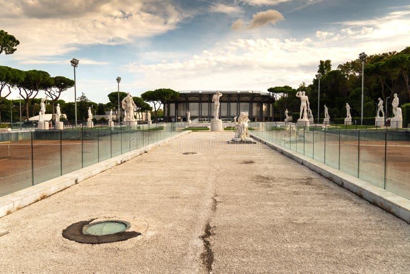 Marmurowe statuy na zewnątrz foro italico, Rzym obraz royalty free