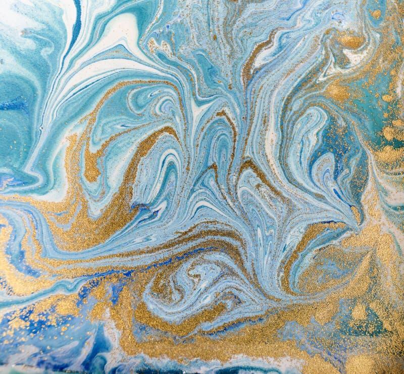 Marmurowy abstrakcjonistyczny akrylowy tło Błękitna marmoryzaci grafiki tekstura błyskotliwość złota obraz stock