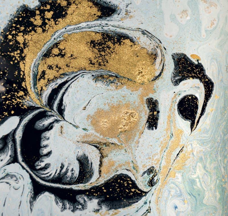 Marmurowy abstrakcjonistyczny akrylowy tło Błękitna marmoryzaci grafiki tekstura błyskotliwość złota fotografia royalty free