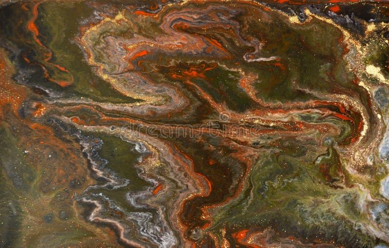 Marmurowy abstrakcjonistyczny akrylowy tło Czerwona marmoryzaci grafiki tekstura Agat czochry wzór Złoto proszek zdjęcia royalty free