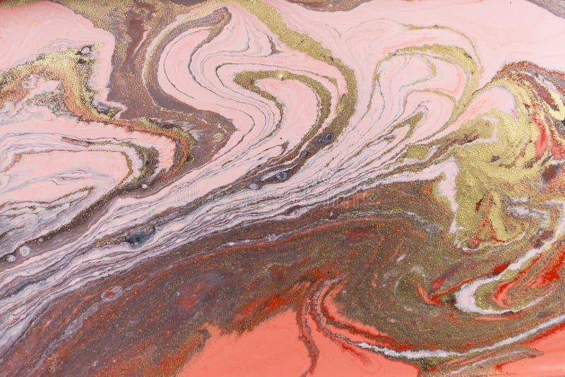 Marmurowy abstrakcjonistyczny akrylowy tło Różowa marmoryzaci grafiki tekstura Agat czochry wzór Złoto proszek zdjęcia stock