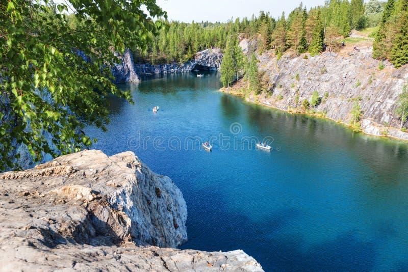 Marmurowy jar - Ruskeala g?ry park, Karelia, Rosja obrazy stock