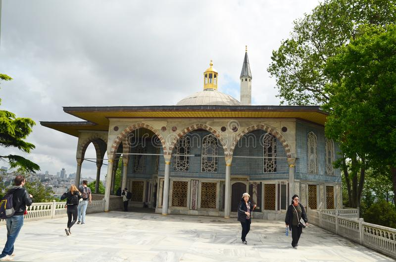 Marmurowy taras z Bagdad kioskiem i Mną Topkapi pałac, Istanbuł, Turcja obrazy royalty free