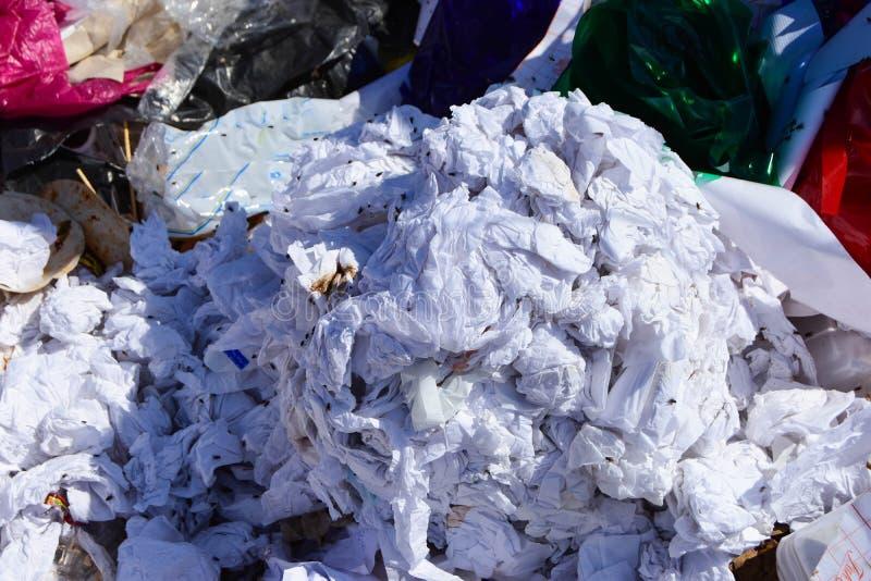 Marnotrawi od śmieci który degraduje naturalnym znaczy obraz stock